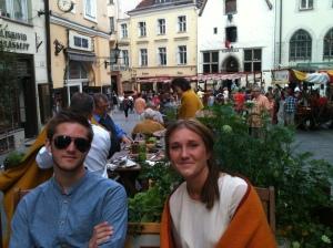 Daniel och Annie på medeltidsrestaurang.