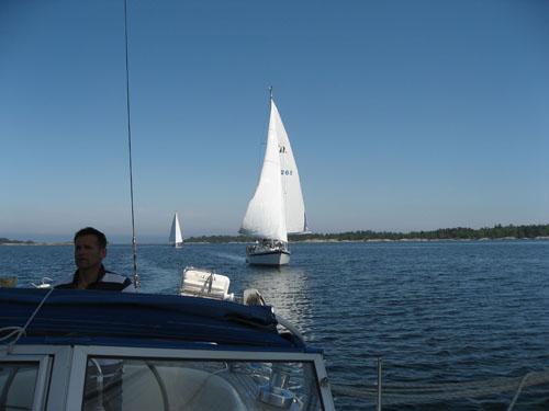 Det blev en skön segling hem på söndagen med spirad genua.
