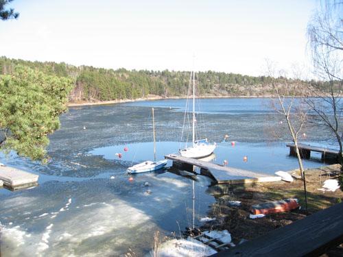 Till slut började den halvmeter-tjocka isen smälta. En solig vårdag blev den till mörk sorbet som bara försvann.