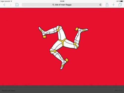 """Isle of Mans flagga med en bild av tre sammanfogade ben, en """"triskele"""". Den symboliserar det keltiska ursprunget. På sedlar från Isle of Man återfinns den tillsammans med en latinsk inskription som betyder ungefär """"vart än du kastar den, står den"""""""