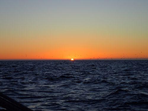 Vi fick njuta av solnedgången när vi seglade längs spanska kusten.