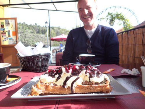 Vi skulle ha en liten dessert, och tog en belgisk waffel. 😋 Tur att vi delade på tre!