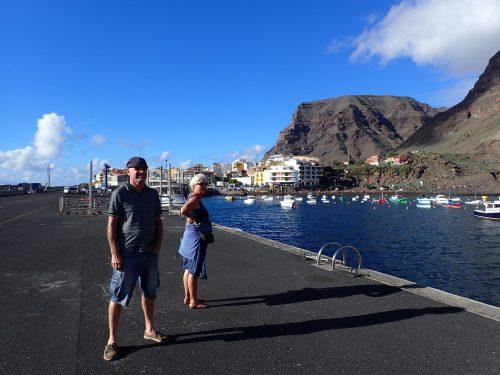 Det finns en hamn nere vid Valle Gran Rey i Puerto de Vueltas, som vi tittade på. Där finns en vik för ankring.