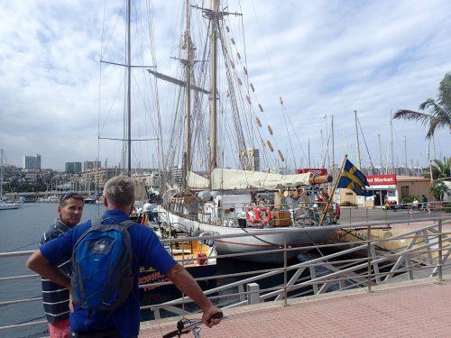 Vi mötte Veikko igen i Las Palmas, och vi beundrade svenska Falken som låg vid bryggan.