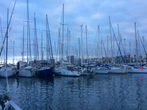 Utsikten i Las Palmas är båtar så långt man ser. Det är många svenskar som ligger här längre tid med sina båtar, och det är bergsvandringar ett par gånger i veckan, tantjympa, och träffar varje fredagkväll på Sailors Bay.
