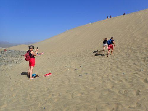 Vi gjorde en utflykt till Maspalomas sanddyner. Tobbe och Kim tävlade uppför sanden.