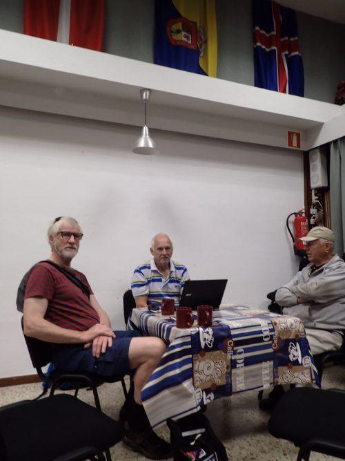 Vi besökte Skandinaviska Klubben också. Där kan man träffa andra skandinaver, få hjälp med diverse saker, och det ordnas filmkvällar, utflykter och föredrag. Ett bibliotek finns där man kan låna böcker och filmer. Och så har dom ett bra wi-fi.